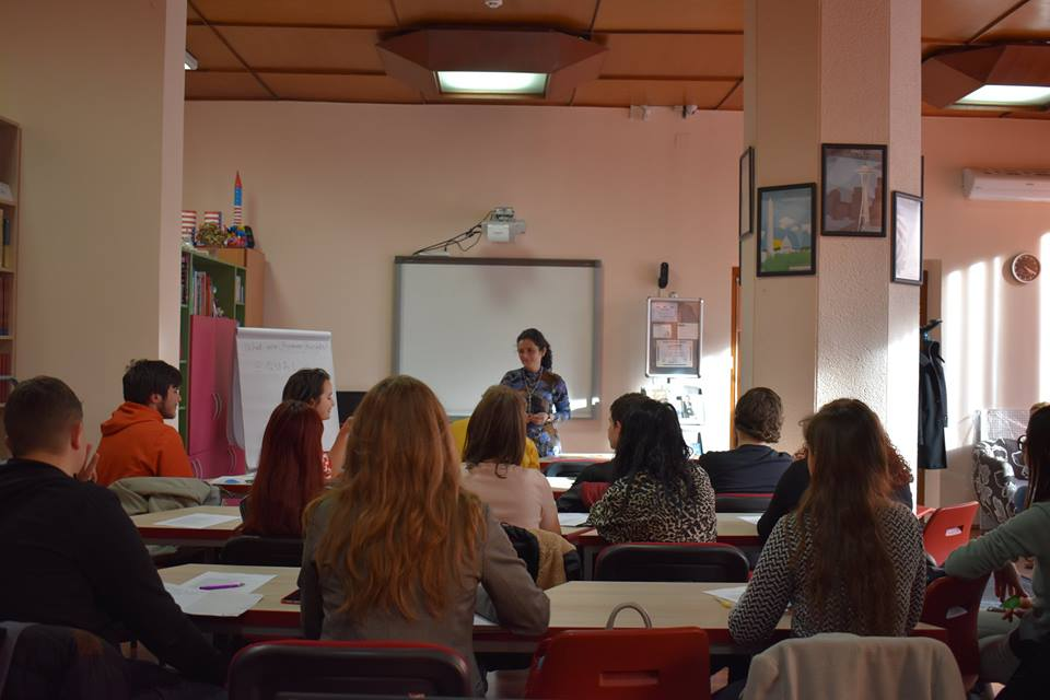 3 Studenti workshop American Corner
